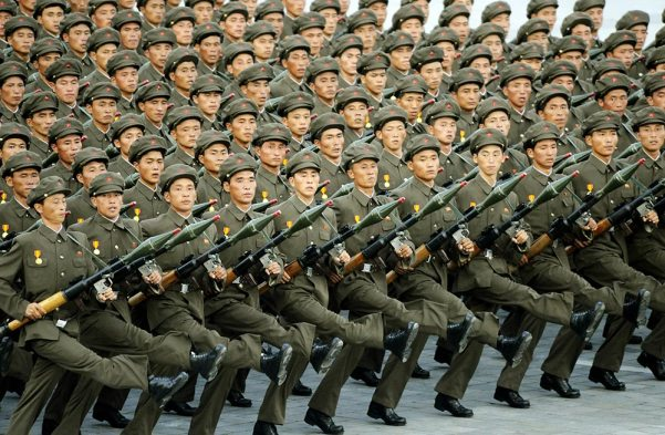 6)Korea del Norte: Tercer ejercito mas numeroso del mundo, toda una cultura bélica, muy fuerte nacionalismo, poder nuclear, nivel tecnológico mas que respetable.
