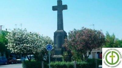 NO al derribo de la Cruz de Bouzas en Cáceres
