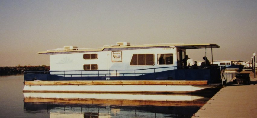Houseboat at Paradise Point Marina