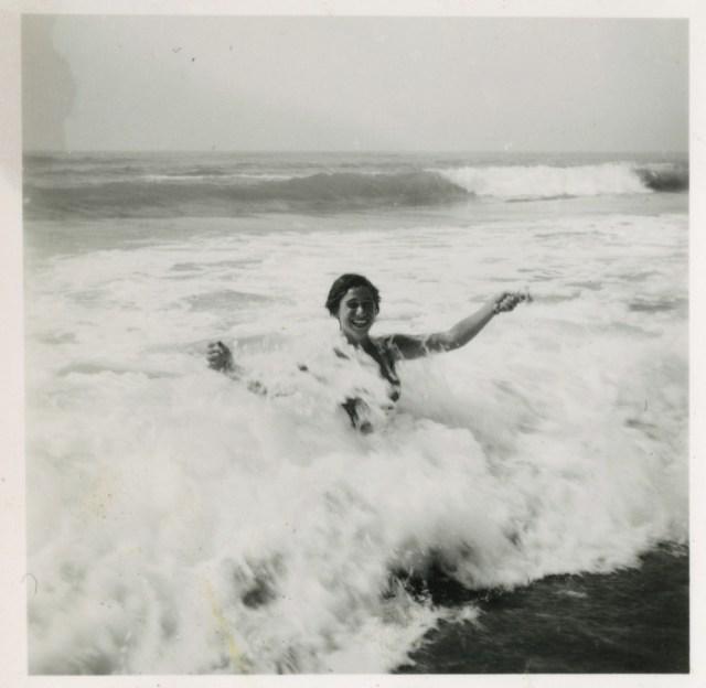 maman dans les vagues
