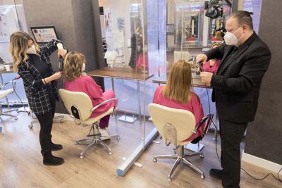 Separación entre clientas la seguridad en nuestra peluquería es lo primero
