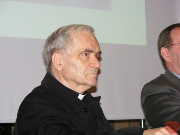 """Pesaro, Chiesa della Santissima Annunziata, 19 febbraio 2011. Don Igino durante la presentazione del volume """"Il facchino della Diocesi. Giovanni Gabucci (1888-1948)""""."""