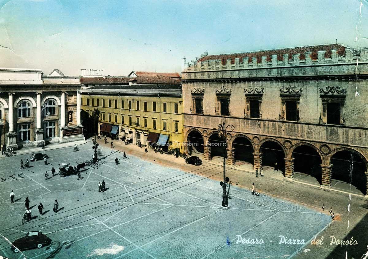 Pesaro, piazza del Popolo, 1955 (collezione Cristina Ortolani)