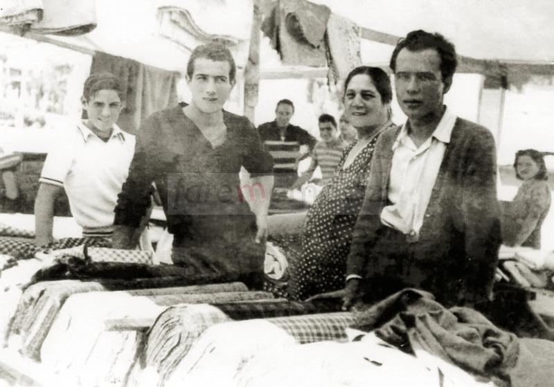 Pesaro, 1948-1950. La famiglia Lucenti al mercato
