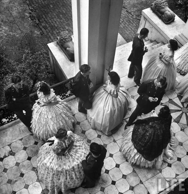 cristinaarce_biography_master_photographer_eisenstaedt13_ballerinas_1943