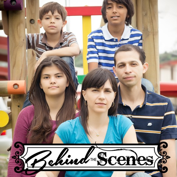 behind_scenes_family_portrait_outdoors_cristina