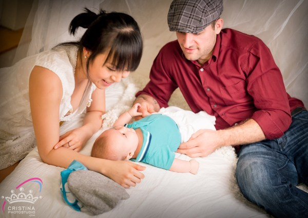 cristinaarce_cristinaphotostudio_behind_scenes_family_portrait_loved_mom_baby_susan04