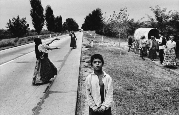 cristinaarce_periodismo_fotografico_life_of_gypsies_by_josef_koudelka