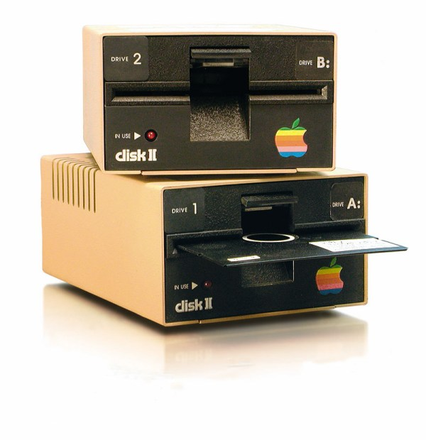 cristinaphotography_cristinaarce_floppy_disk_reader