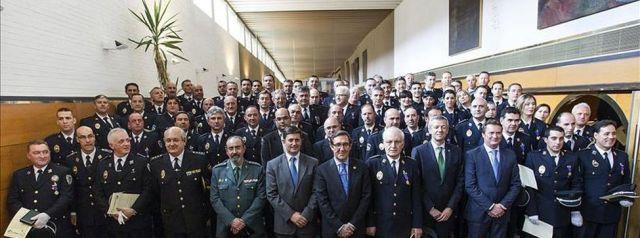 santiago heroes angrois policia local ediima20140506 0842 3 - Santiago premia la labor de los otros héroes de Angrois: la Policía Local