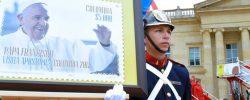 Viaje del Papa a Colombia: presentan estampillas, vuelos y papamóvil