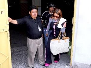 La señora Francis Quezada,  a su llegada a las tribunales. (foto de archivo)