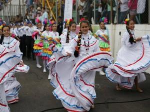 Las danzas folklóricas de Honduras desfilaron.