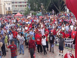 La multitudinaria protesta concluyó en la plaza central Francisco Morazán.