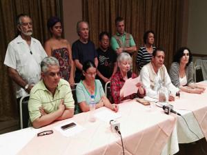 Momentos en que la Misión Internacional de Derechos humanos leía el comunicado en el Aguán.