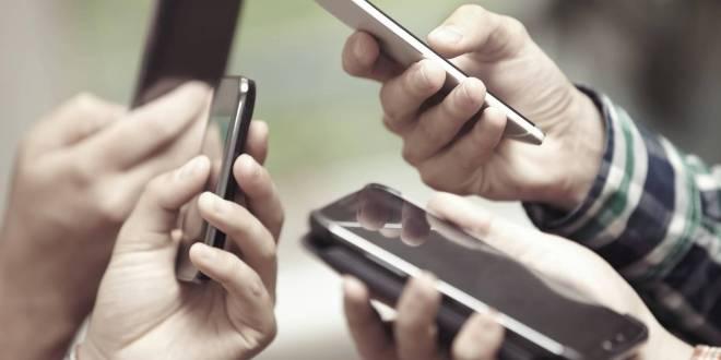 Sobreexposición a móviles daña vista de infantes: especialista