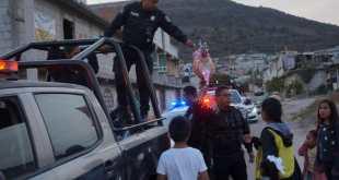 Policías de Pachuca llevan obsequios a niños de escasos recursos