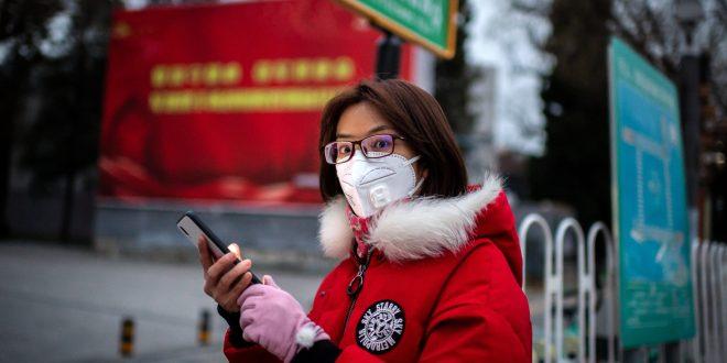 """La OMS habla de riesgo de """"pandemia""""; bolsas caen"""