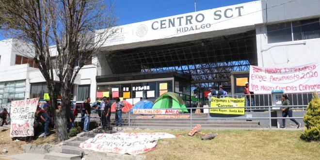 Manifestantes del Mezquital instalan plantón frente a la SCT