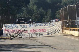 Tras 24 horas, continúa bloqueo en carretera libre y cuota México-Tuxpan