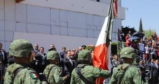 Conmemoran Día de la Bandera en la plaza Juárez de Pachuca
