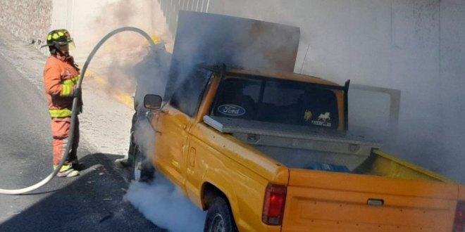 Se incendia camioneta en la carretera Tula-Refinería