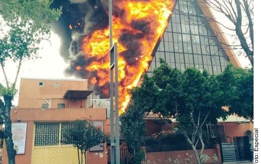 Se registra incendio en Iglesia en Balbuena, en la Ciudad de México