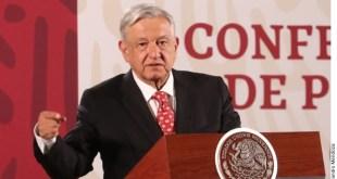Descarta López Obrador cambiar estrategia tras marcha y paro de mujeres