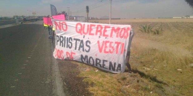 Morenistas bloquean la México-Pachuca; piden descartar expriistas
