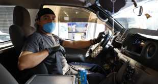 Con guantes y cubrebocas, se previenen en transporte contra coronavirus
