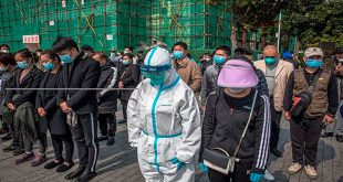 """China rinde homenaje a las víctimas y """"mártires"""" de la pandemia"""