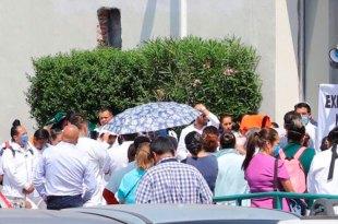 Se manifiestan médicos y enfermeras en la clínica 1 del IMSS Pachuca