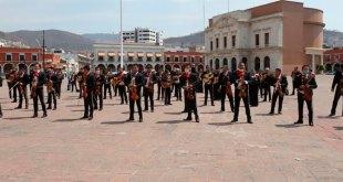 Con manifestación en plaza Juárez, mariachis y meseros piden apoyo económico