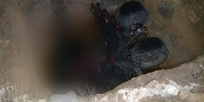 Muere motociclista tras caer en socavón en San Agustín Tlaxiaca