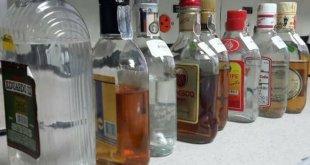 Al menos 121 muertes por tomar alcohol adulterado en México