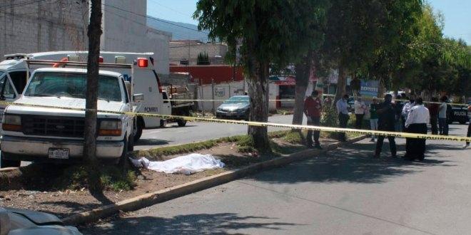 Estrella camioneta y fallece tras supuesto paro cardiaco en Villas del Álamo