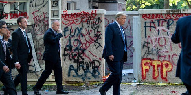 """Trump asegura acudió al búnker de la Casa Blanca para """"una inspección"""""""