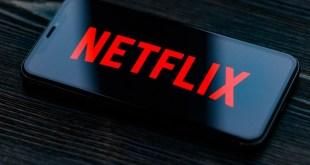 Planea médico demandar a Netflix por difamarlo en serie