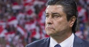 Luis Fernando Tena queda fuera de Chivas tras mal arranque