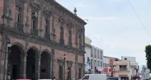 Vecinos de La Mesa López Rayón se manifiestan en ayuntamiento de Ixmiquilpan