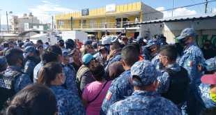 Discuten Comerciantes por lugares de tianguis en El Saucillo