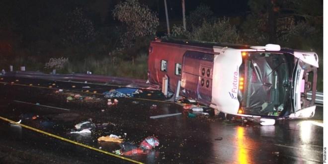 Vuelca autobús con pasajeros en la México-Toluca; al menos 10 muertos