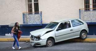 Vehículo poste Ignacio Allende Pachuca