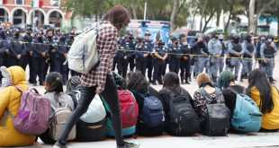 Colectivo feminista manifiesta Palacio de Gobierno feminicidios