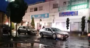 Tres autos involucrados en accidente sobre la avenida Juárez de Pachuca