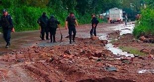 Derrumbe bloquea carretera México-Tampico Tlanchinol
