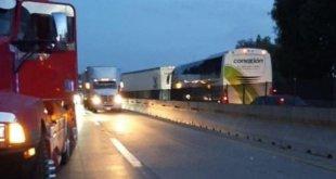 Bloquean transportistas autopistas y calles en Pachuca y otros municipios