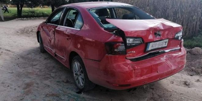 """Apedrean a carro porque dueño """"compraba votos"""" en Tlaxcoapan"""