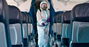 Mujer murió Covid-19 bordo avión
