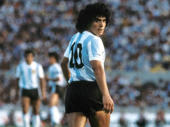 Proponen retirar el 10 en todo el mundo en honor a Maradona